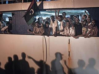 Ver vídeo  'TVE accede a Abu Salim, una de las mayores prisiones de opositores a Gadafi'