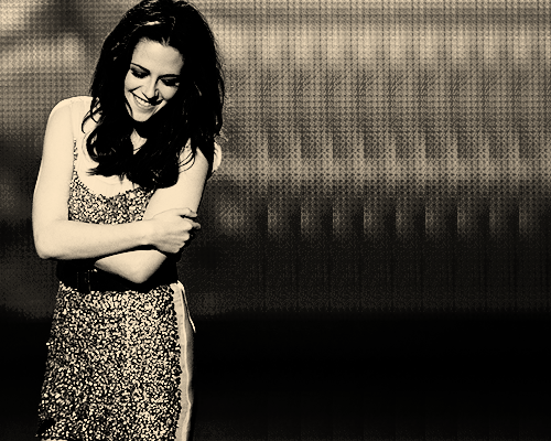 heirloomm:  Oh, I don't know. Anything that's beat up. I kind of like to look like a hobo.                 -Kristen Stewart