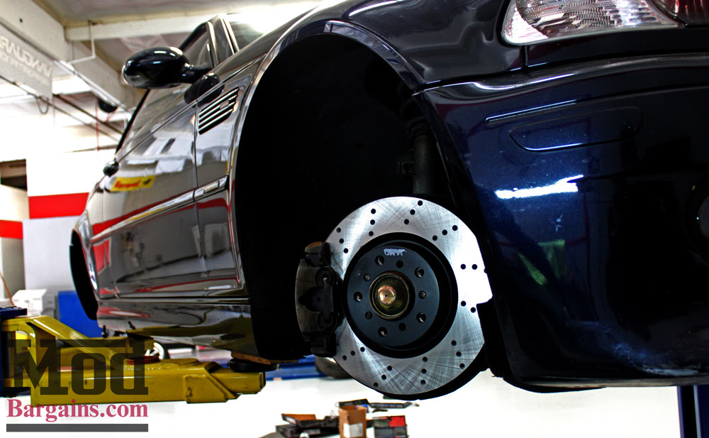 Fits: 2006 06 BMW 325i E90 2WD Models Premium Slotted Drilled Rotors + Ceramic Pads KT050833 Max Brakes Front /& Rear Performance Brake Kit