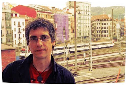 Joseba Azkarraga Etxegibel ante el tren del futuro