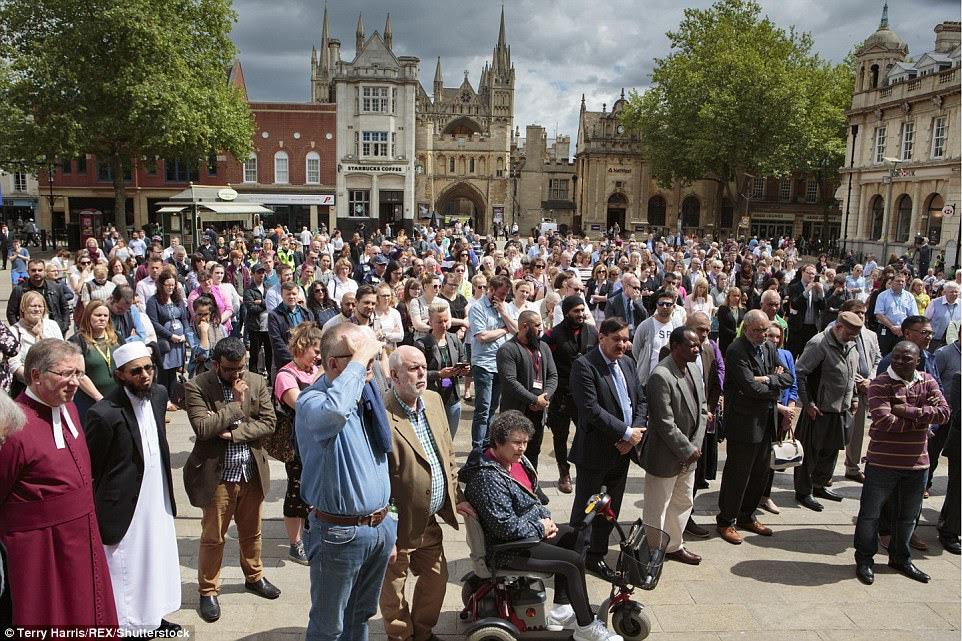 Outras cidades ao redor também realizaram eventos em memória dos mortos no ataque.  Um minuto de silêncio foi realizado em Peterborough