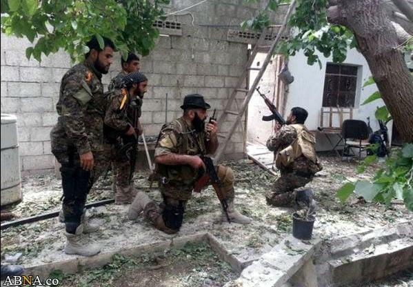Abu Hajer, comandante del Batallón Zolfaghar, combate en Siria para proteger el gobierno de Assad