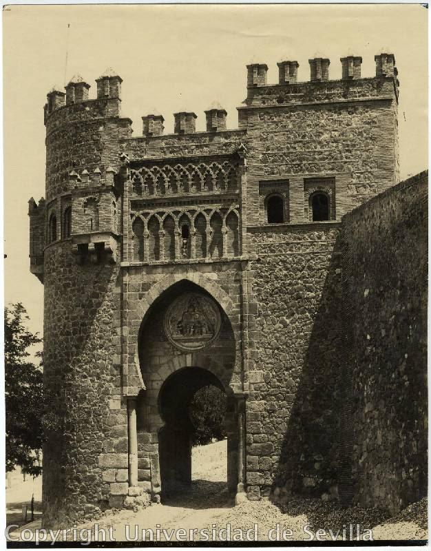 Puerta del Sol a principios del siglo XX. Foto M. Moreno. Fototeca Universidad de Sevilla