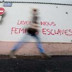 """Photos. """"Levons-nous femmes esclaves"""" : des tags féministes fleurissent à Montbéliard"""