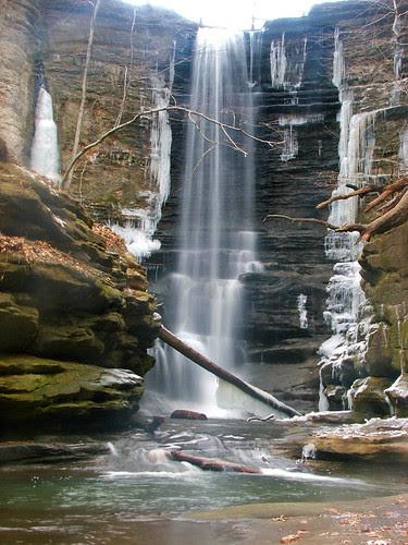 Matthiessen Waterfall by (chris-gill)