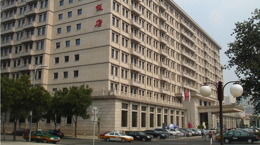 Khách sạn như Minzu (Dân Tộc) là một trong 8 khách sạn lớn khai trương vào năm 1959