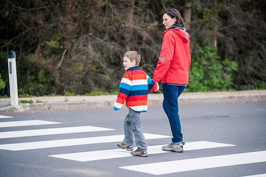 Teaching your Child to Cross the Road Safely
