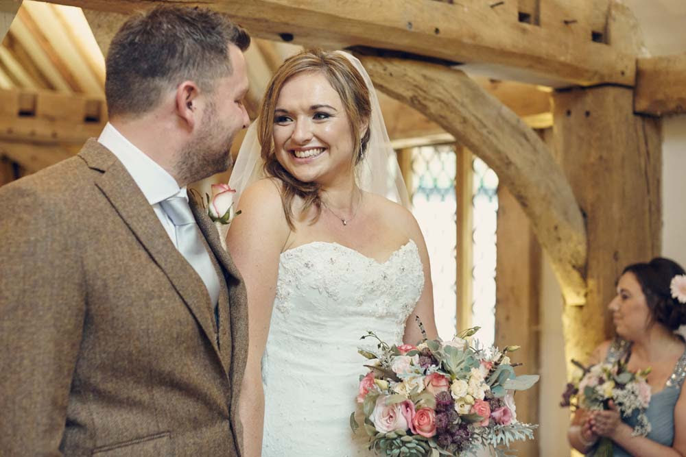Tudor Barn, Belstead Wedding - www.helloromance.co.uk