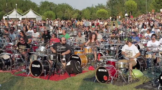 "1,000 Musicians Perform the Foo Fighters' ""Learn to Fly"" in Unison in Italy"