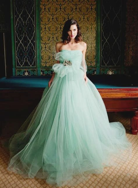 20 Unconventional Whimsical Wedding Dresses   Praise Wedding