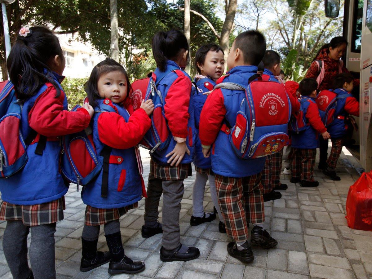 Como são os uniformes escolares em alguns países ao redor do mundo 12