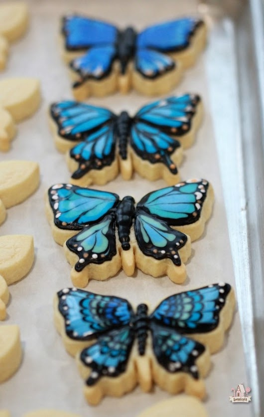 {Video} How to Decorate Butterfly Cookies  | Sweetopia