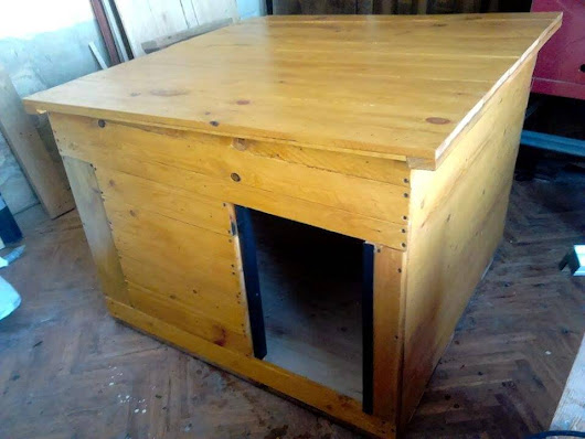 Recycled Pallet Dog House | 101 Pallet Ideas