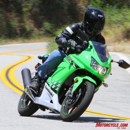 Light and able to cut lines like a Tanto knife, the Ninja 250R especially excels on tighter roads.