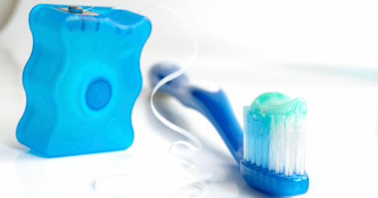 Ask Well: Floss or Brush First?