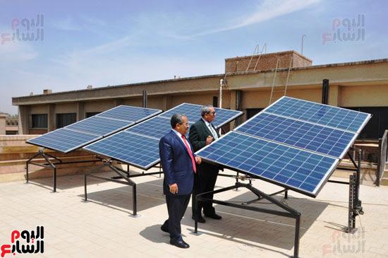 جامعة أسيوط تطبق الخلايا الشمسية المتحركة على أقسام كلية العلوم  (11)