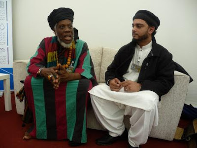 UK: Jamaican Poet Mutabaruka Addresses Ahmadiyya Muslim Convention