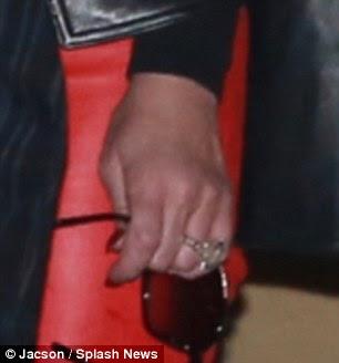 Declaração: O Blinder 35 quilates é o tamanho das rochas de noivado da cantora Beyonce ea realidade TV estrela Kim Kardashian combinado