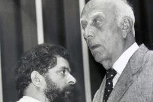 Luiz Inácio Lula da Silva, então líder do PT na Constituinte, e Ulysses Guimarães (PMDB-SP), presidente da Assembleia, conversam na Câmara dos Deputados em foto de 1987
