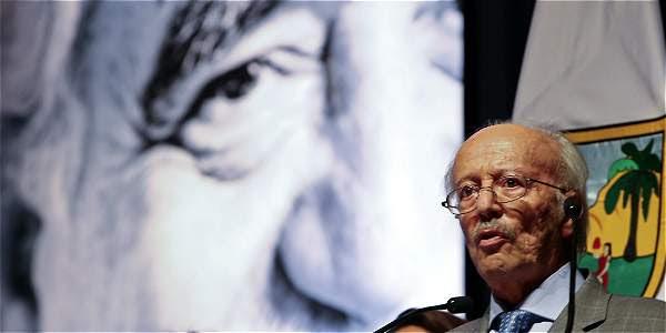 Javier Darío Restrepo, ganador del premio Reconocimiento a la Excelencia, por la trayectoria y el legado en el periodismo de habla hispana.