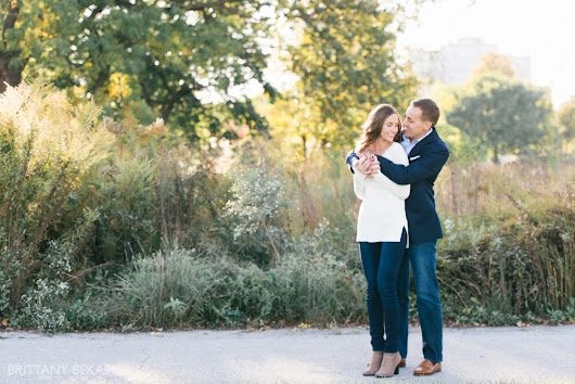 LINCOLN PARK ENGAGEMENT PHOTOS // jennifer + matt | chicago wedding photography // brittany bekas photography