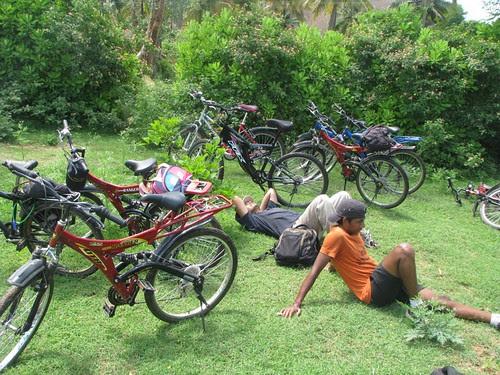 Ramnagram_Cycling_men_taking_rest