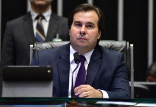 Maia diz que Bolsonaro deveria ter menos tempo para Twitter e mais para Previdência