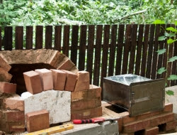 DIY Outdoor Kitchen and Pizza Oven -  Oven's entrance arch