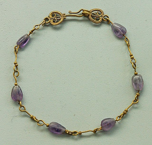 Amethyst bracelet Crypta Balbi.jpg