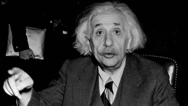 Albert Einstein en 1946. (Crédit : Central Press/Getty Images via JTA)