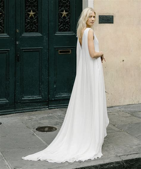 Wedding Dress Trains Guide: Style, Length & Types for