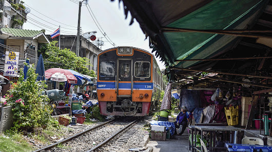 From Wongwian Yai to Maha Chai by Train... - JayDTravel/Photography
