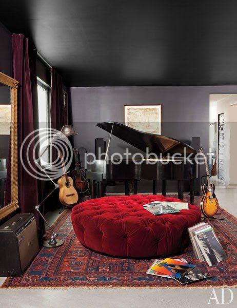 photo item7renditionslideshowWideVerticaladam-levine-hollywood-hills-home-08-bedroom_zpsbb5d4831.jpg