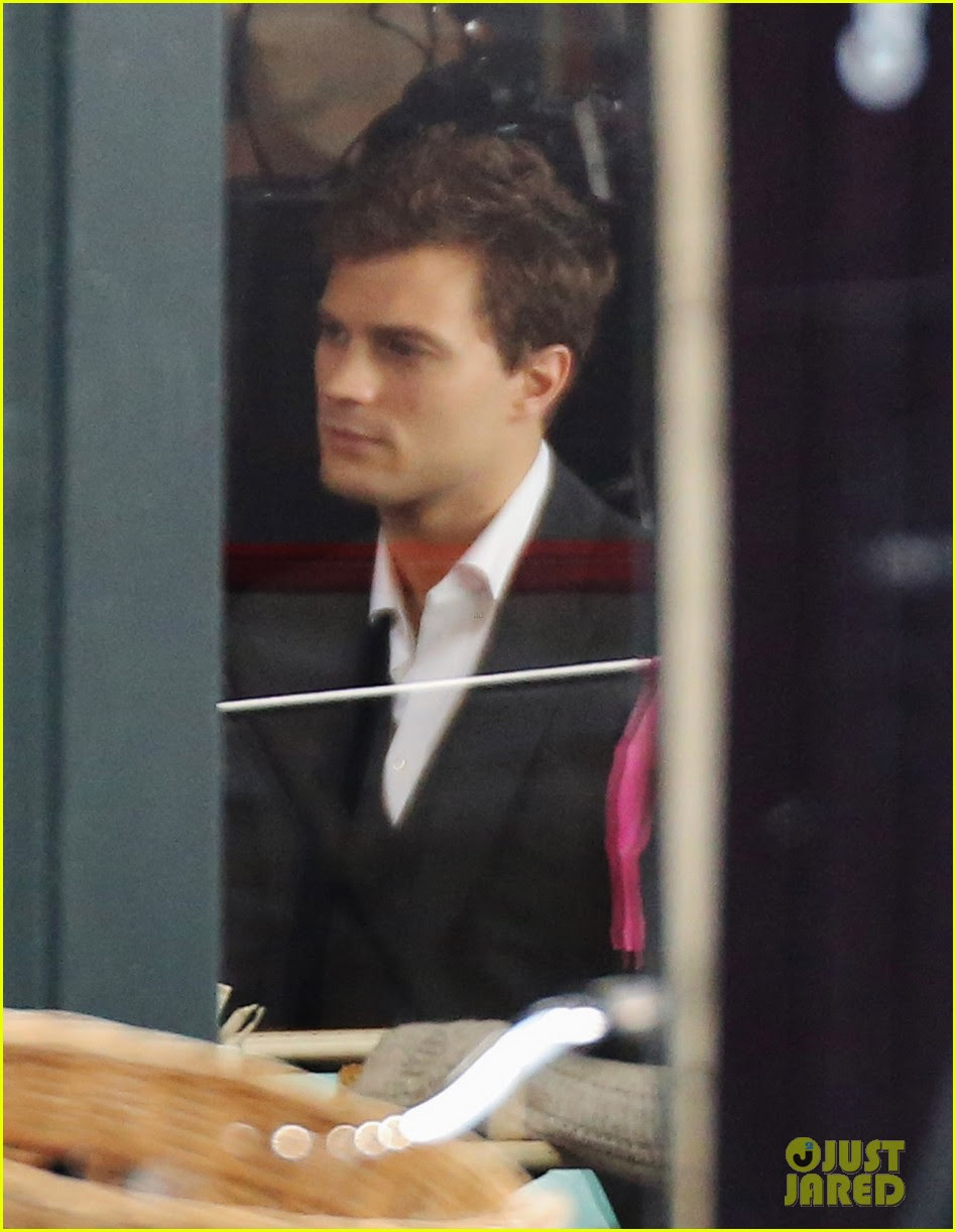 jamie dornan filming fifty shades of grey first photos on set 03