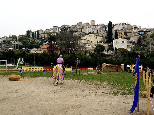 Biot  village et terrain de joutes.jpg