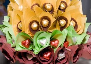 wedding centerpiece flower and candy