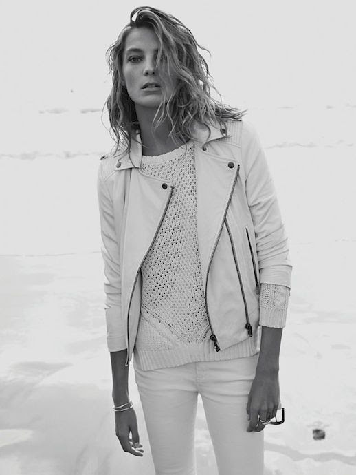 LE FASHION BLOG DARIA WERBOWY MANGO SPRING 2014 CAMPAIGN EFFORTLESS COLLECTION SIDE PART BEACHY WAVES WAVY SHORT HAIR CUT TAN BRONZE NATURAL BEAUTY WHITE LEATHER MOTO JACKET OPEN KNIT SWEATER WHITE SKINNY JEANS DENIM YELLOW GOLD SIMPLE MINIMAL CLEAN JEWELRY RINGS BRACELETS 3 photo LEFASHIONBLOGDARIAWERBOWYMANGOSPRING2014CAMPAIGN3.jpg