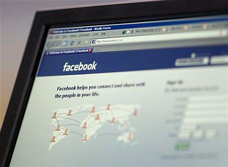 Un ordenador con la página de inicio de Facebook. | AP
