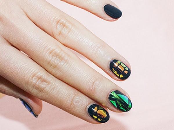 Glass-nails-fingers-horizontal