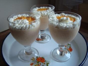 Buttermilchkaltschale mit Früchten
