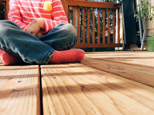 5 Do-It-Yourself Tips For Finishing Fences and Decks