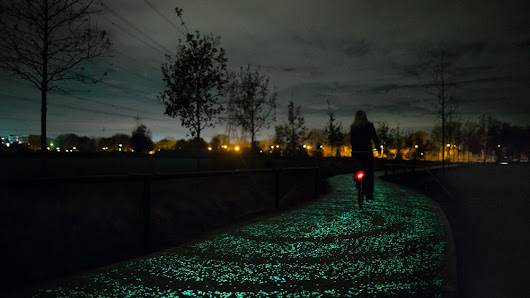 World's First Glow-In-The-Dark Bike Path Glimmers A Ghostly Green | Gizmodo Australia