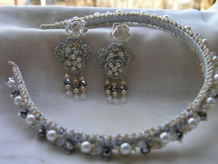 Deianeira's jewellery: Set bentita si cercei-matase laminata argintie,perle Cehia albe si vanilla,rondele cristal,rhinestones,margele firepolished,toho,picaturi magatama REZERVAT