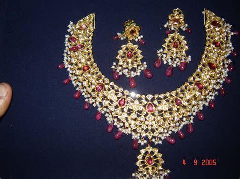 A WEDDING PLANNER: Kundan jewellery designs