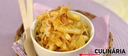 Batatas fritas com cebolas