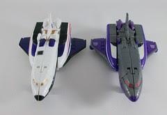 Transformer Astrotrain Classic Henkei - modo trasbordador vs. version Hasbro
