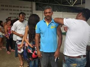 População que esteve no mercardo também foi vacinada (Foto: Ana Cláudia Mendes/Inter TV Grande Minas)
