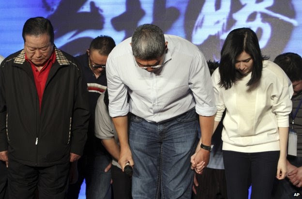 KMT members bow in defeat in Taipei, 29 November