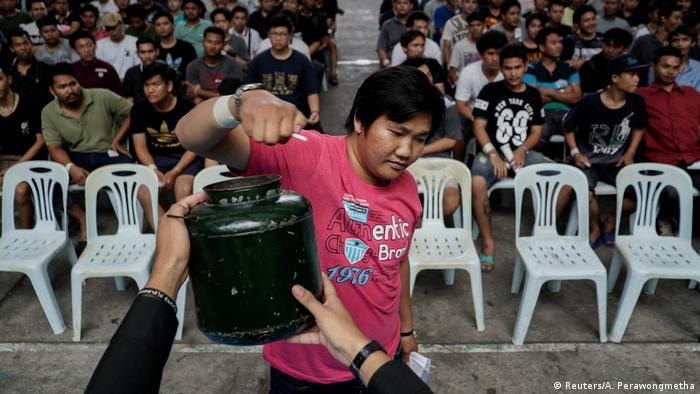 Thailand - Transsexuelle werden zum Wehrdienst einberufen (Reuters/A. Perawongmetha)