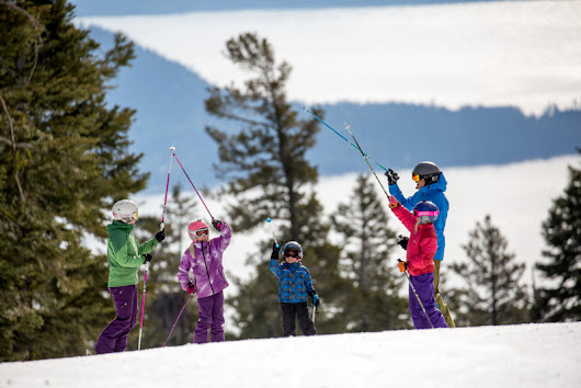 A North Lake Tahoe family ski lesson at Northstar